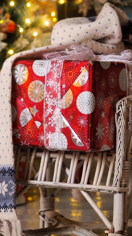Świąteczny prezent pod szalikiem