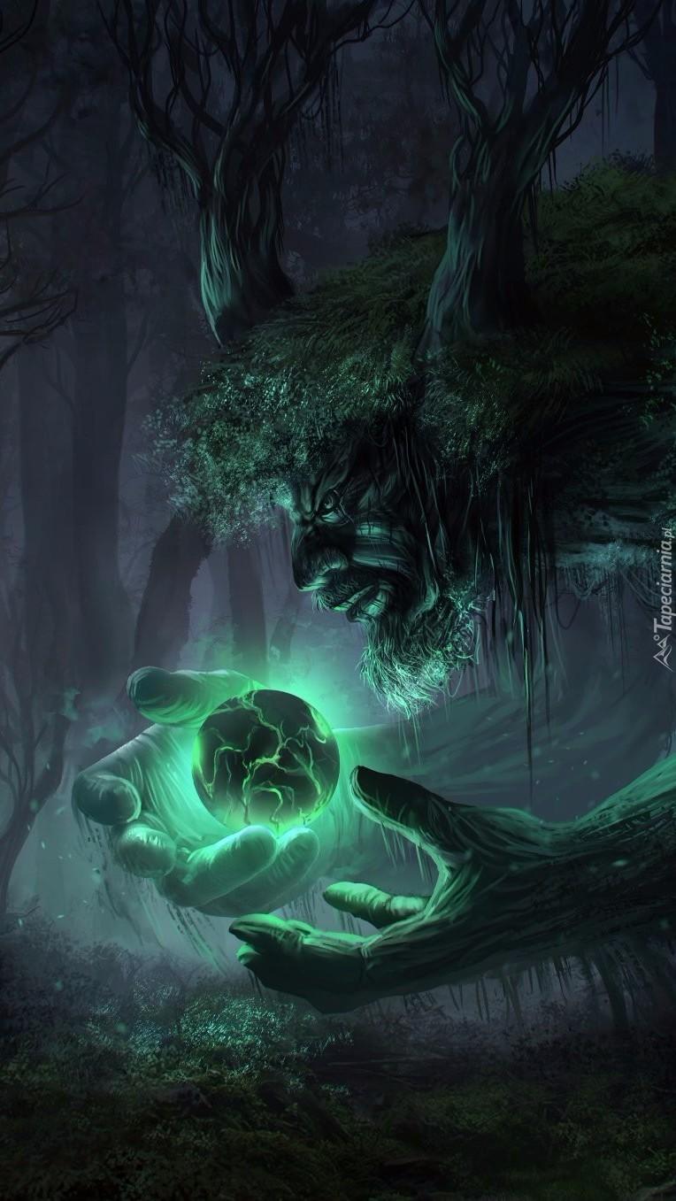 Świecąca kula w rękach drzewnego stwora