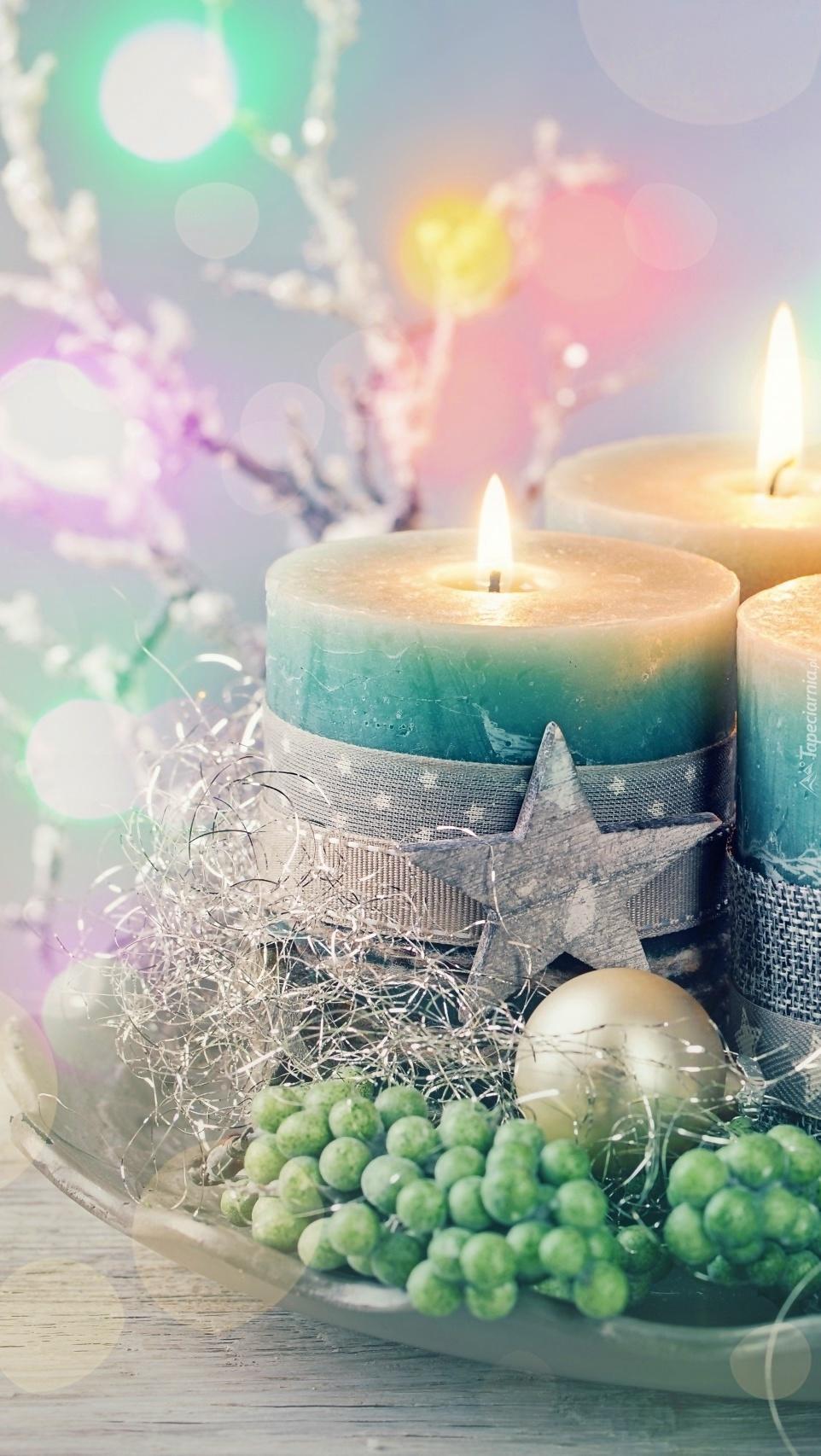 Świece w świątecznym przybraniu