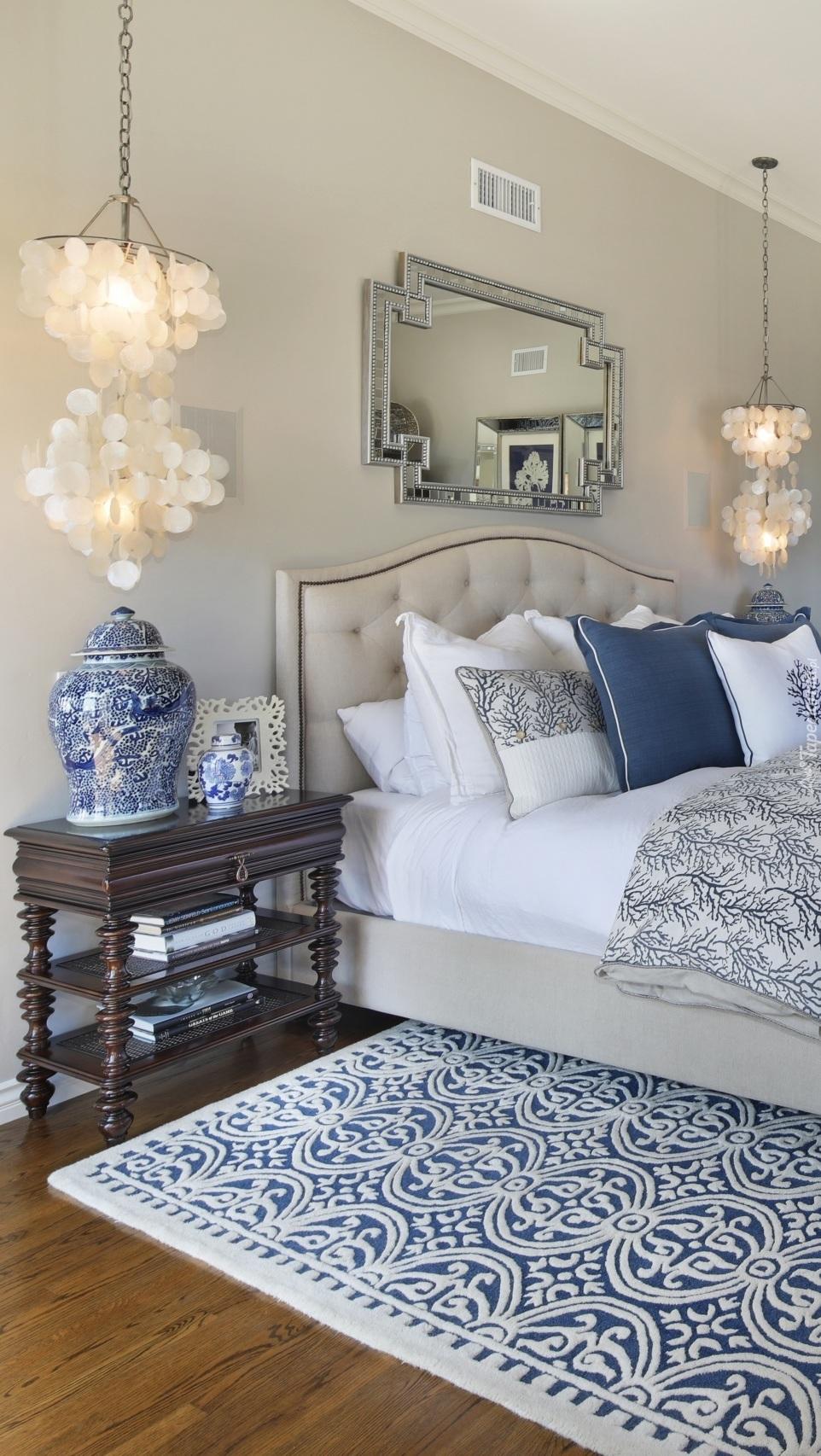 Sypialnia w biało-niebieskim kolorze