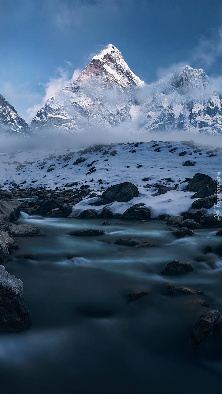 Szczyt Ama Dablam w Himalajach