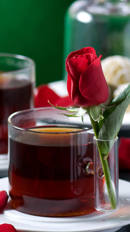 Szklanka herbaty z różą