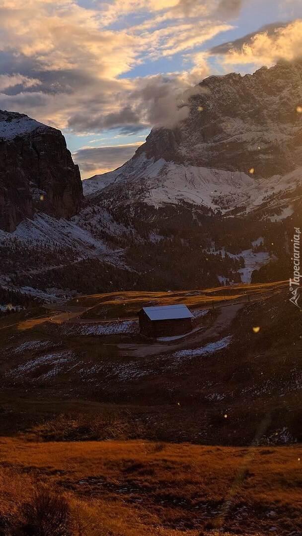 Szopa w górach