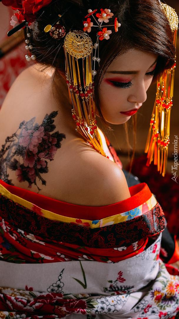 Tatuaż Z Kwiatów Na Plecach Gejszy Tapeta Na Telefon