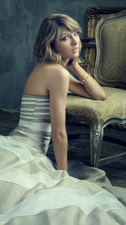 Taylor Swift w stylowej sukience
