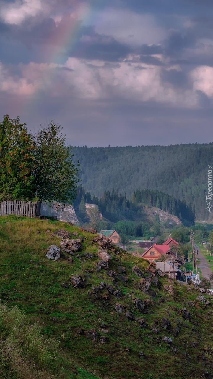Tęcza nad wsią Kyn