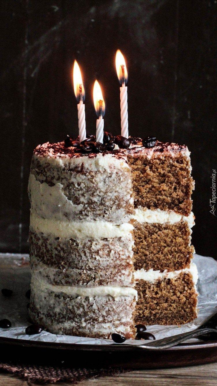 Tort urodzinowy z trzema świeczkami