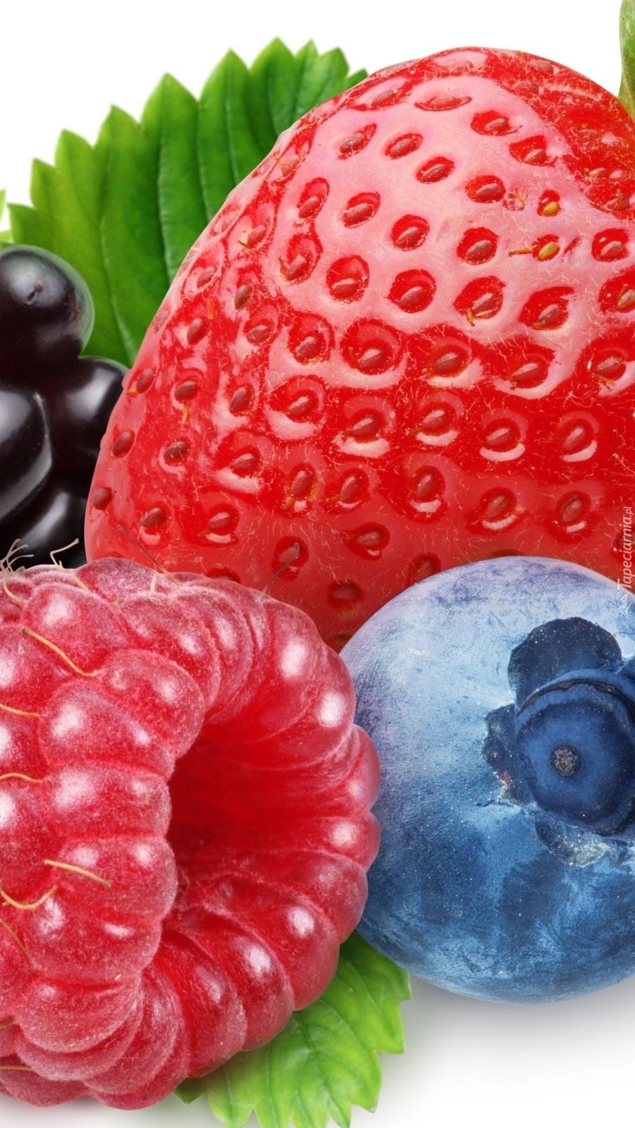 Truskawka w towarzystwie maliny i jagody
