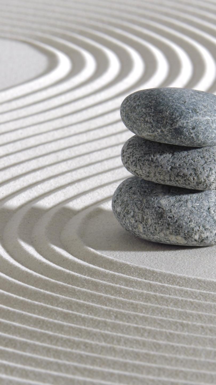 Trzy kamienie i wzór na piasku