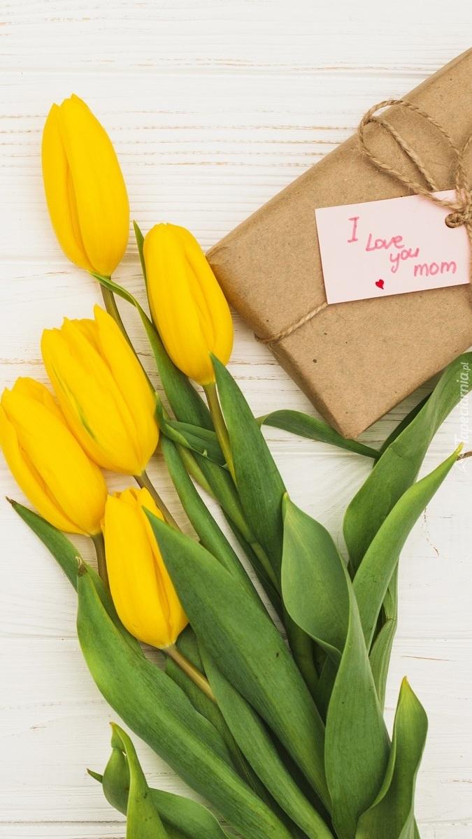 Tulipany i prezent dla mamy