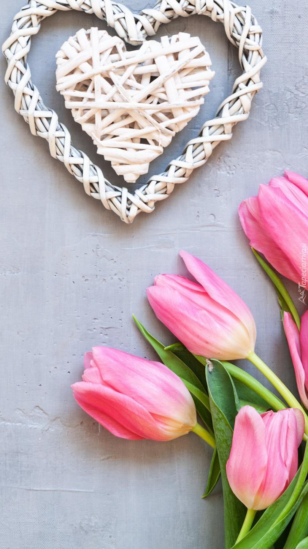 Tulipany i wiklinowe serce