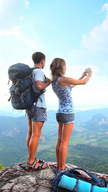 Turyści na wzgórzu