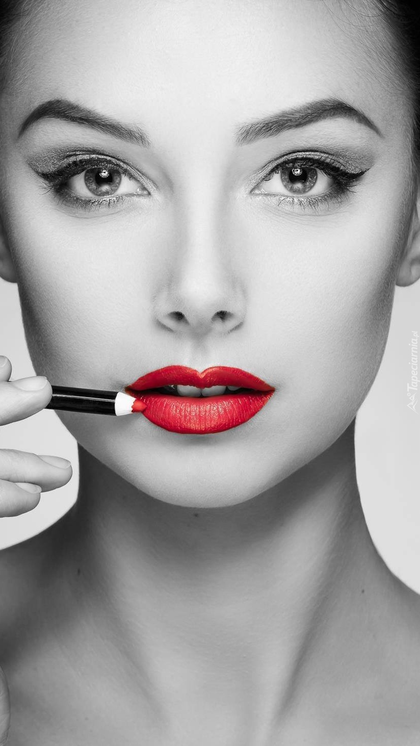 Twarz kobiety o wyraziście czerwonych ustach