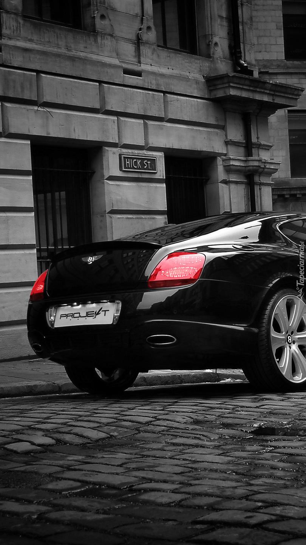 Tył czarnego Bentleya