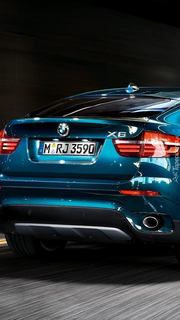 Tył niebieskiego BMW X6