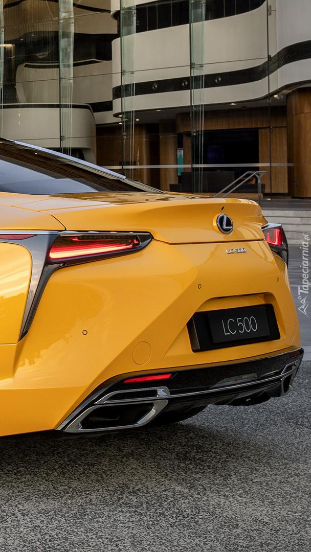 Tył żółtego Lexusa LC 500