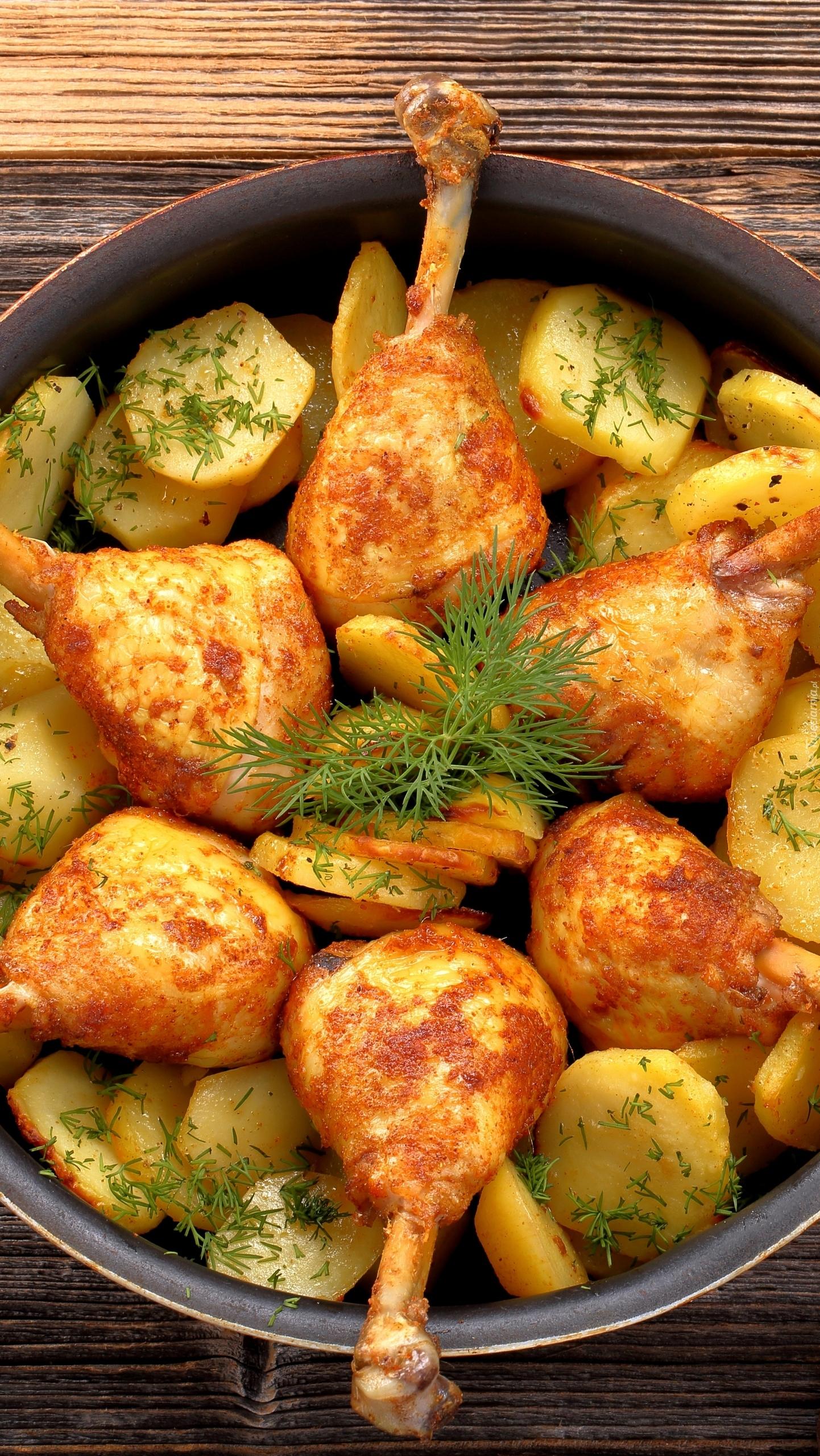 Udka kurczaka z ziemniakami na patelni