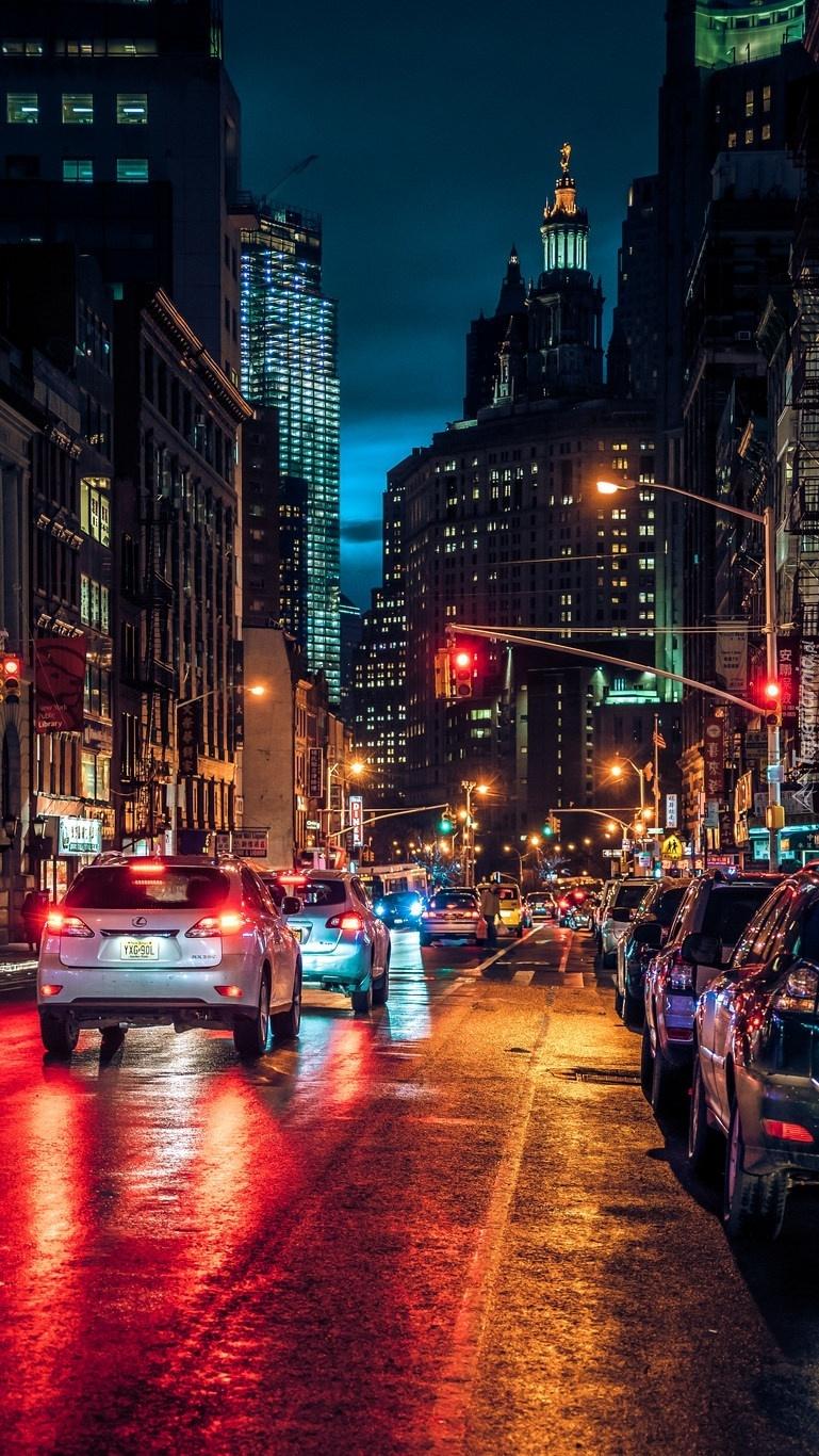 Ulica East Broadway nocą