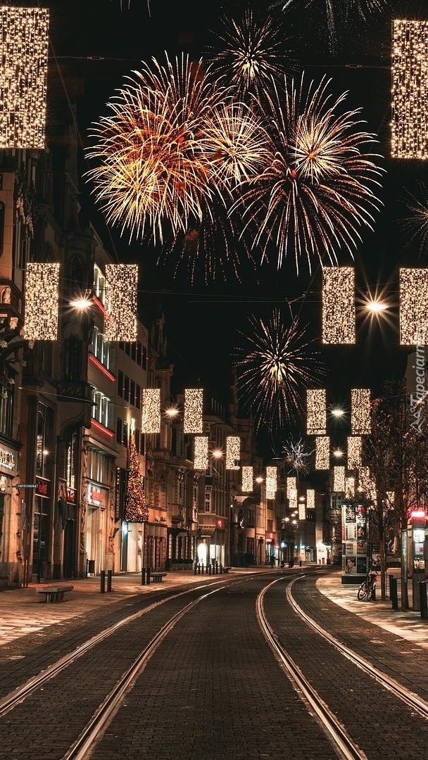 Uliczka z dekoracjami świątecznymi w Erfurt