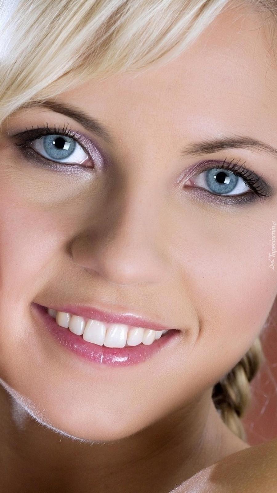 Uśmiech blondynki