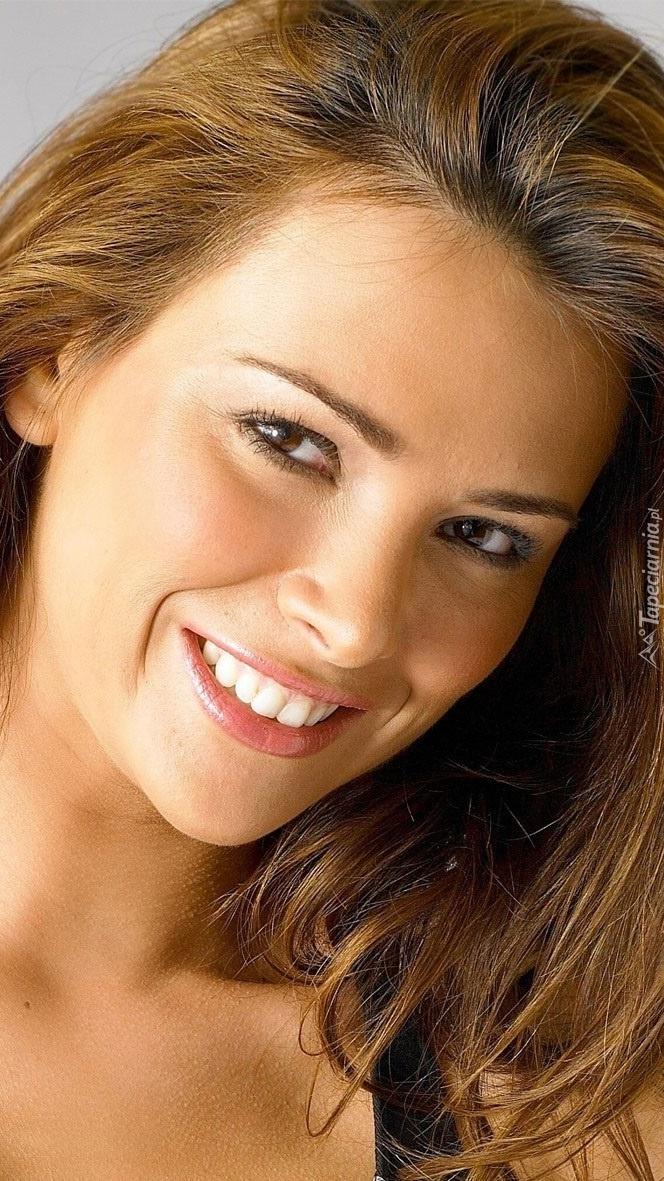 Uśmiechnięta Alina Vacariu
