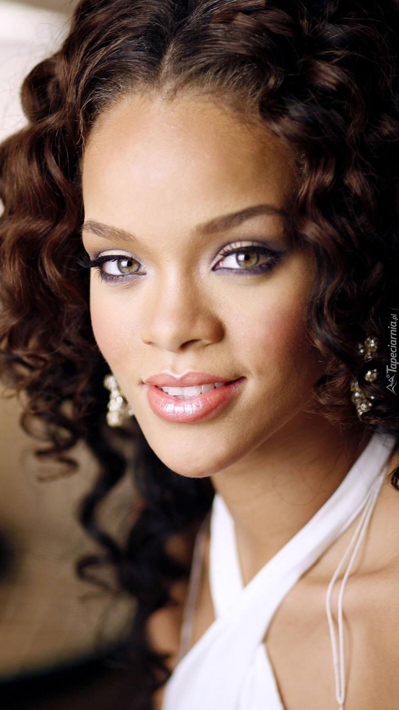 Uśmiechnięta Rihanna