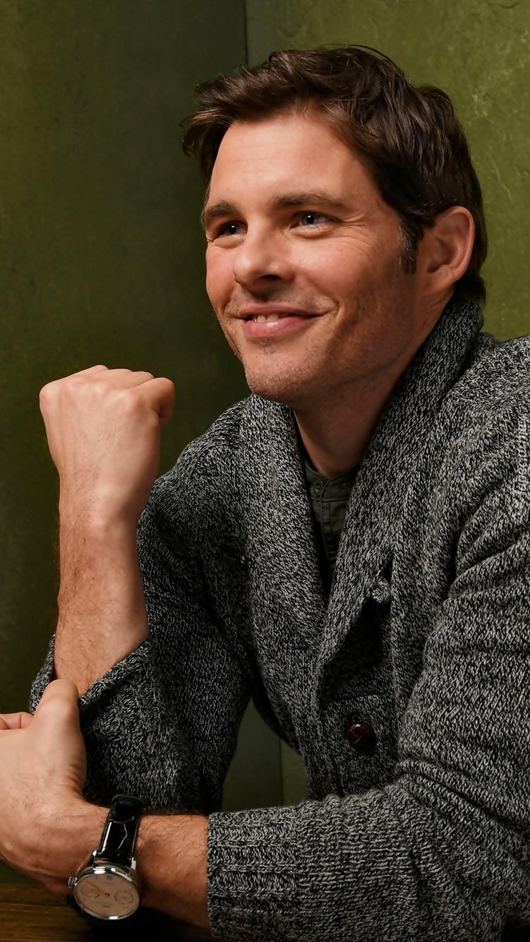 Uśmiechnięty James Marsden