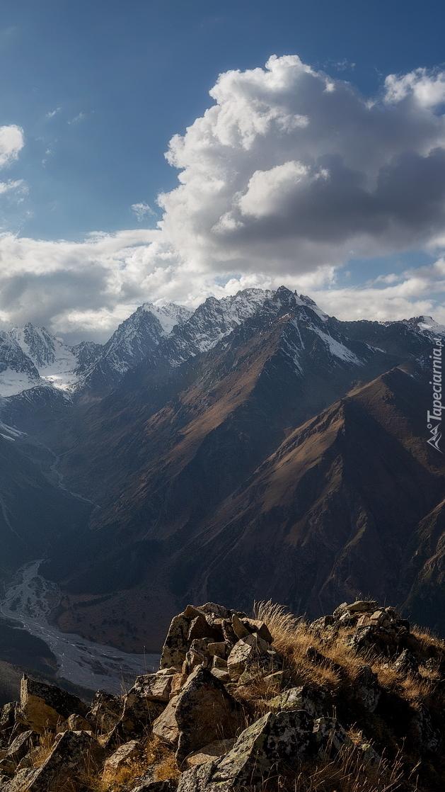 Wąwóz Chegem w górach Kaukazu