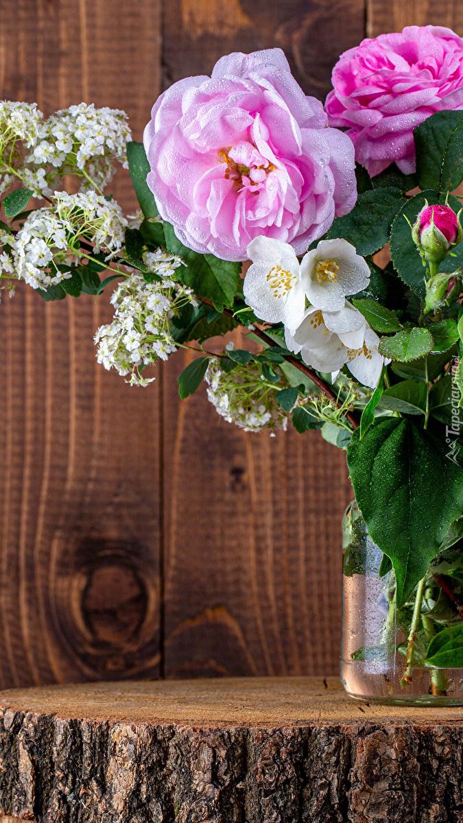 Wazon z różami i tawułą