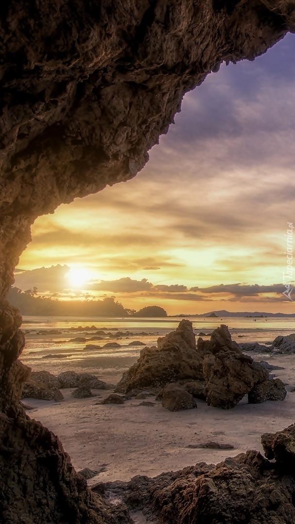 Widok z jaskini na morze Andamańskie