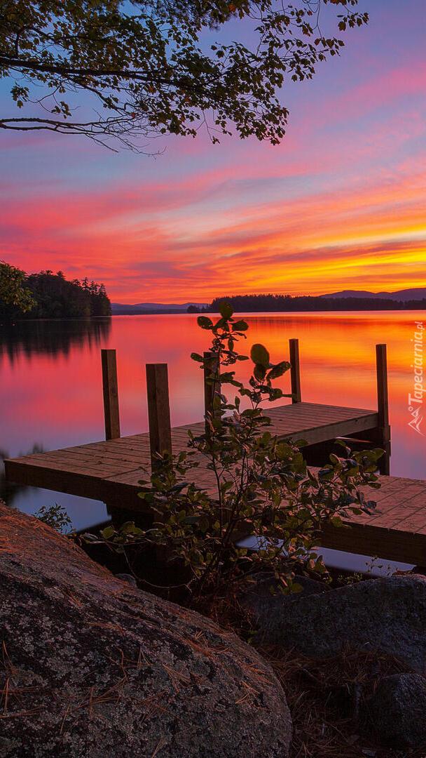 Widok z pomostu na jezioro