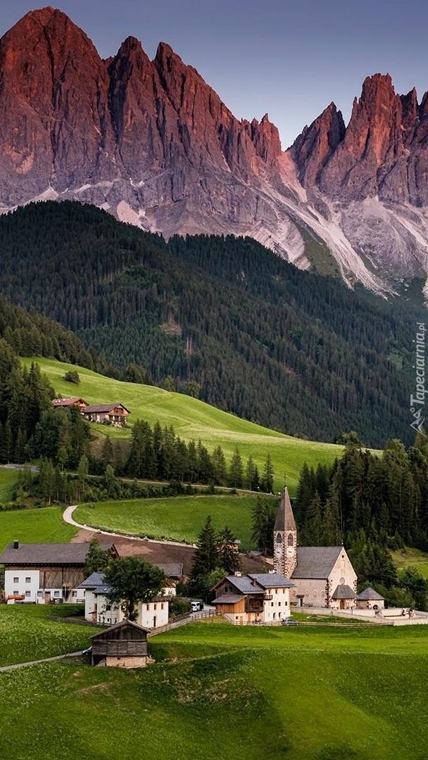 Wieś Santa Maddalena i masyw Odle