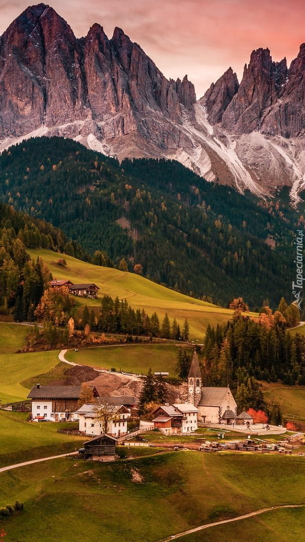 Wieś Santa Maddalena we włoskich Dolomitach