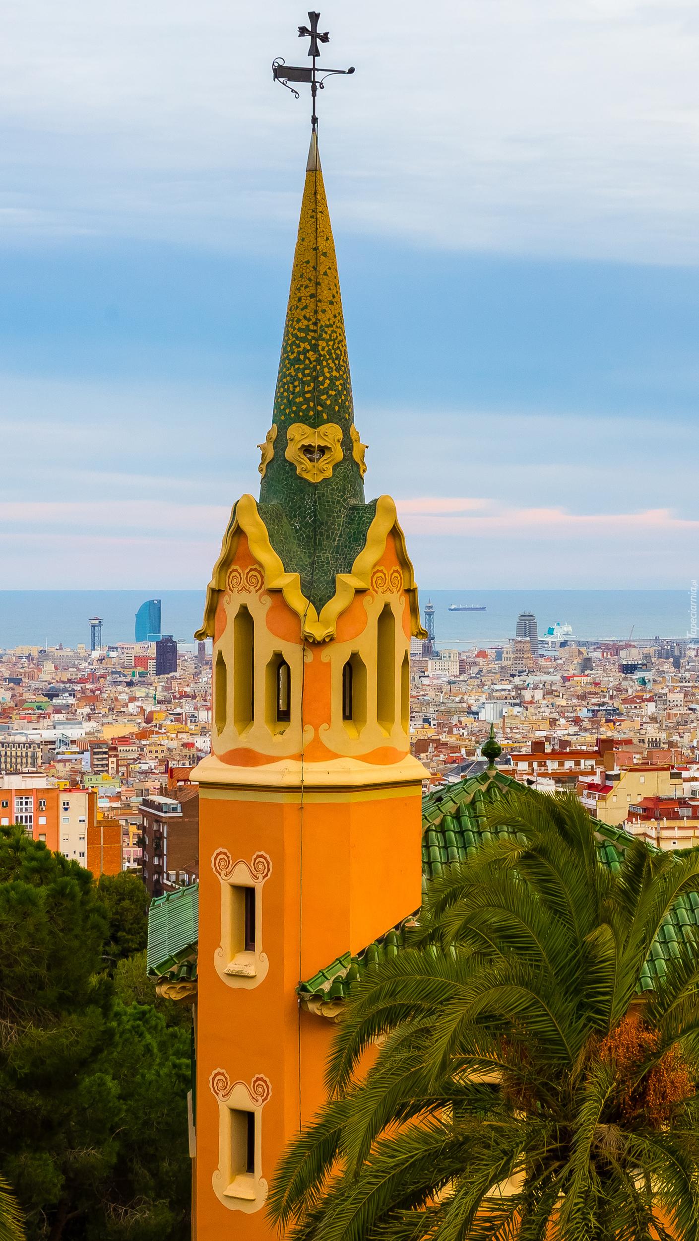 Wieża na tle panoramy Barcelony