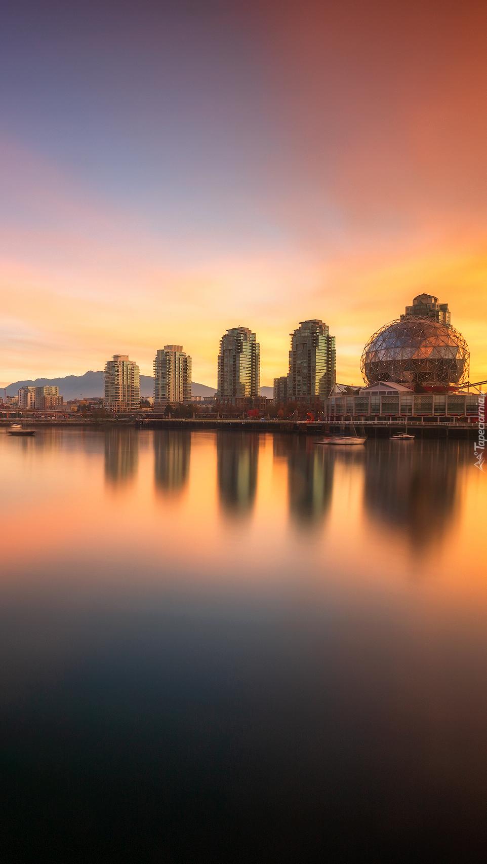 Wieżowce Vancouver o świcie