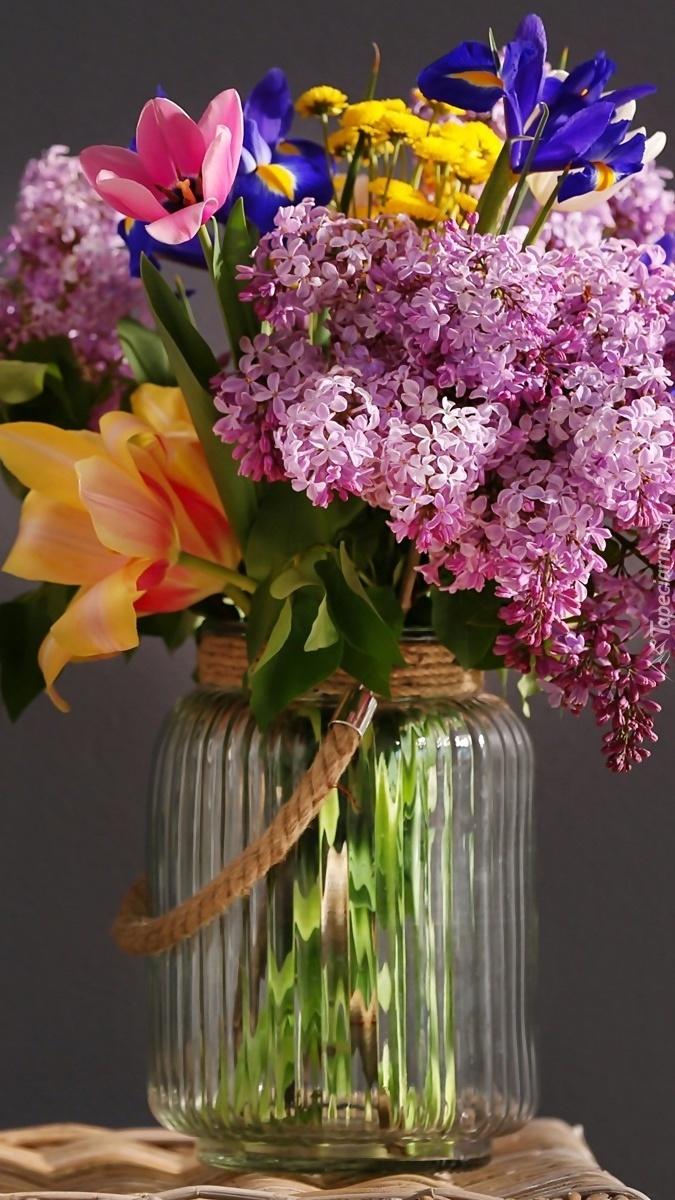Wiosenne kwiaty w słoiku