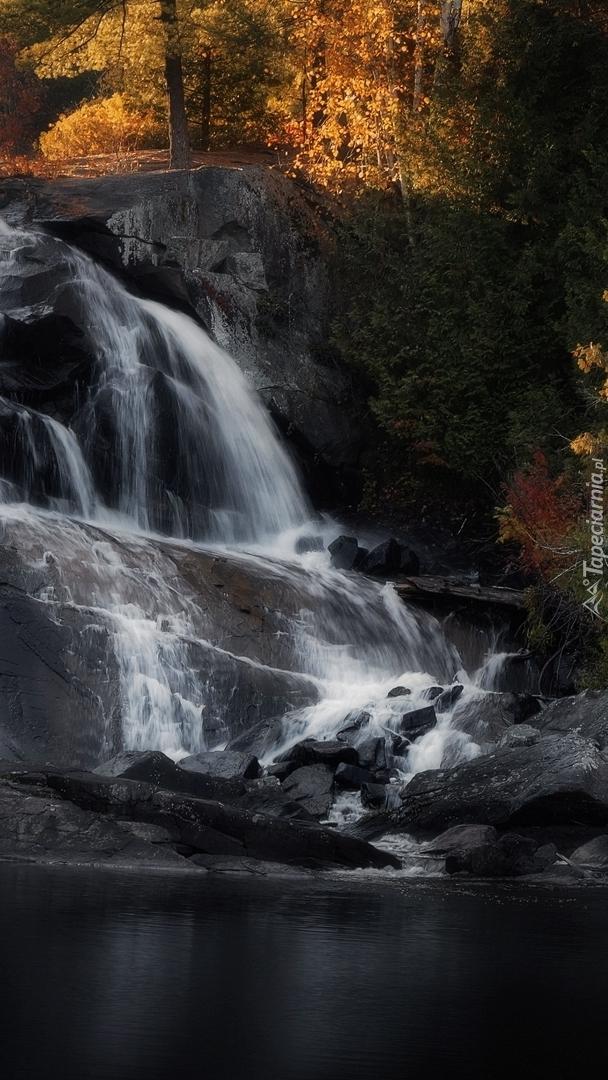Wodospad High Falls na szlaku Barron Canyon