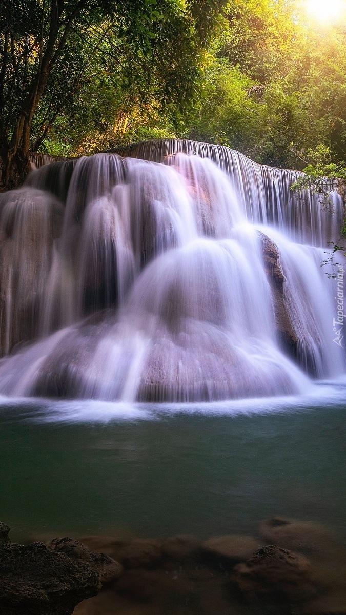 Wodospad Huay Mae Khamin Waterfall