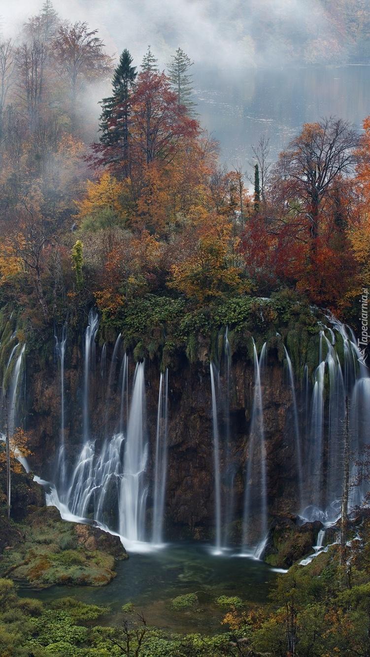 Wodospad jesienią w Chorwacji