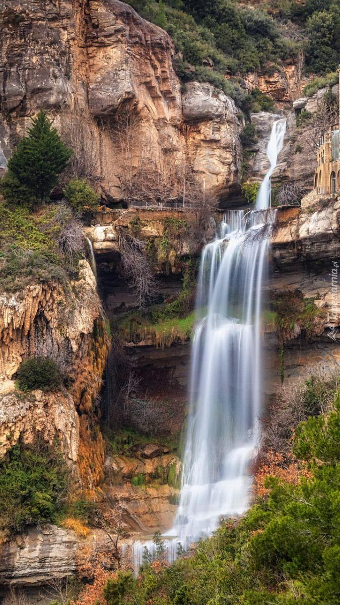 Wodospad przy klasztorze Sant Miquel del Fai w Katalonii