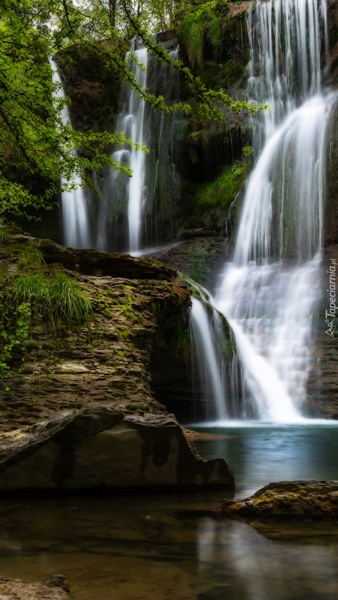 Wodospady na skałach