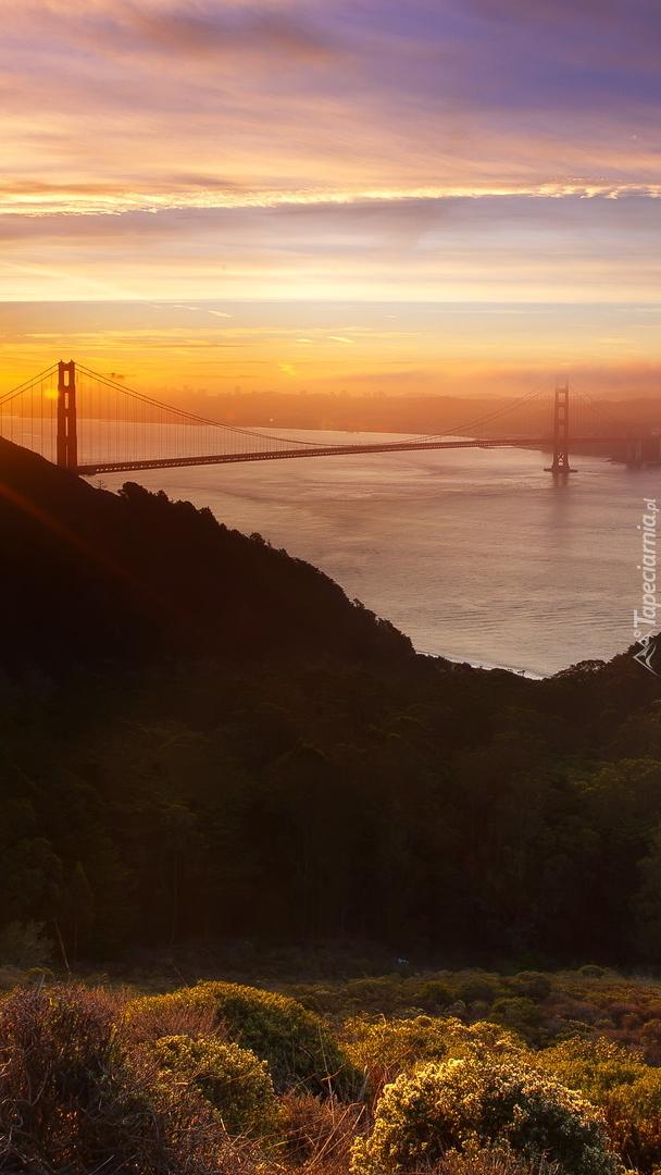 Wschód słońca nad cieśniną Golden Gate