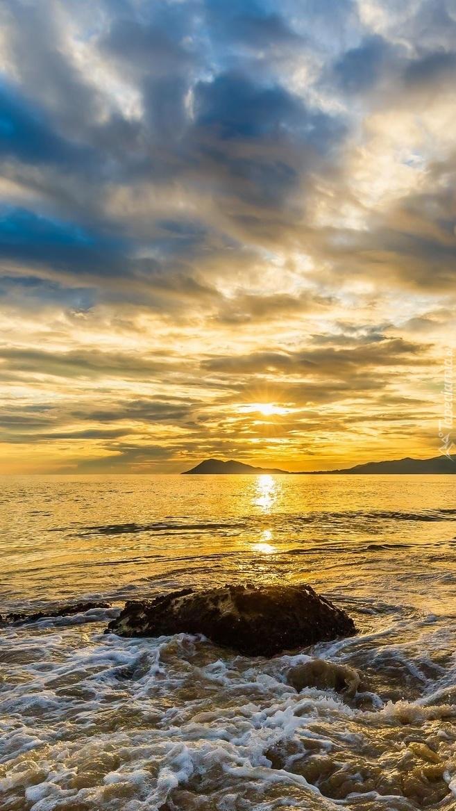 Wschód słońca nad hiszpańską plażą