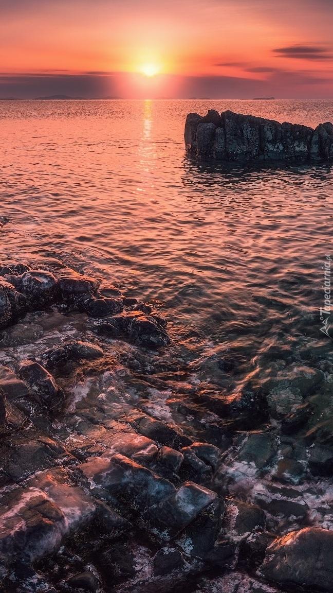 Wschód Słońca nad morzem Japońskim