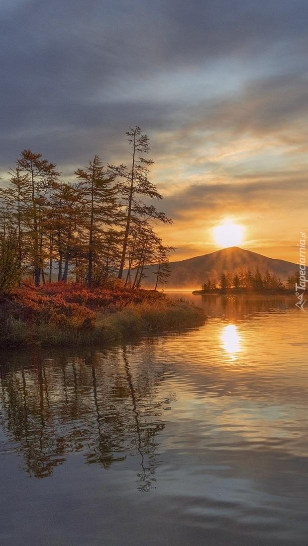 Wschód słońca nad rzeką Purga