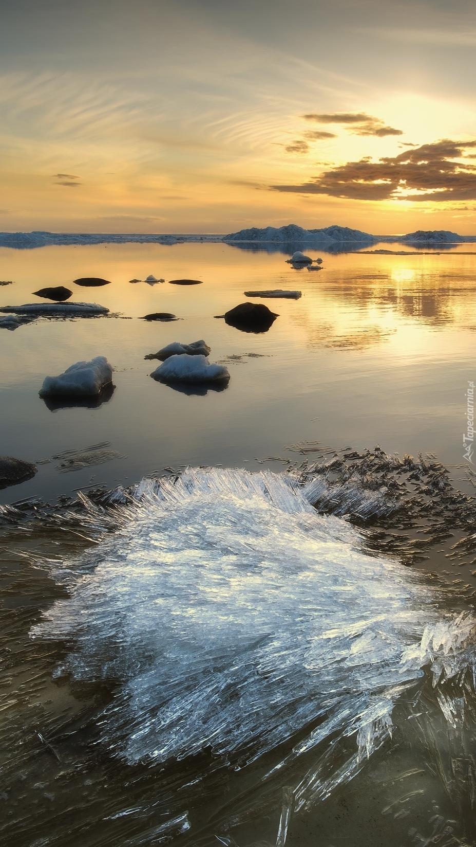 Wschód słońca nad zbiornikiem Rybińskim