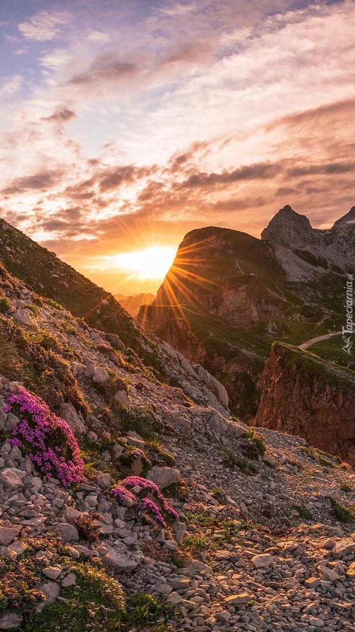 Wschód słońca w Alpach Julijskich
