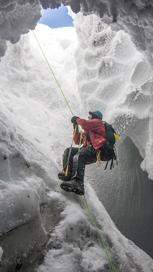 Wyprawa do wnętrza jaskinii lodowej