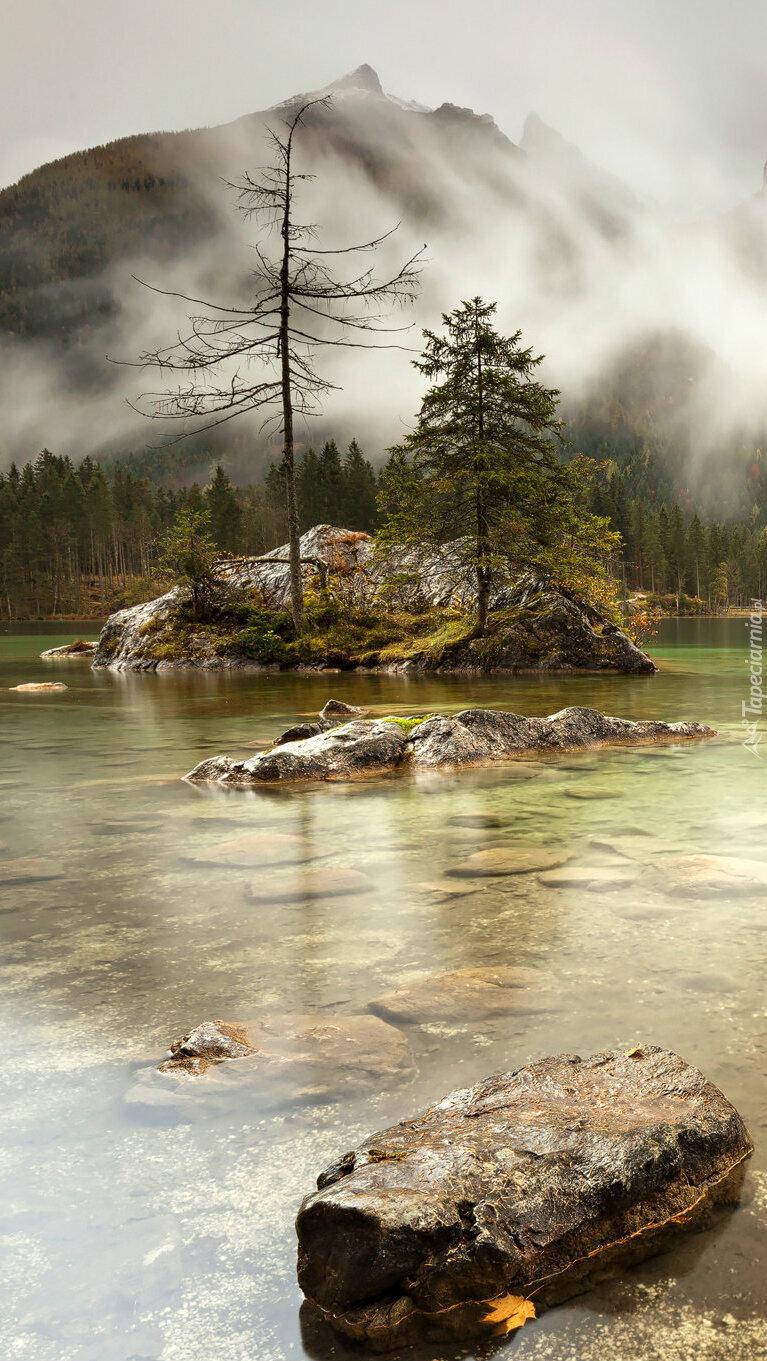 Wysepka na jeziorze Hintersee