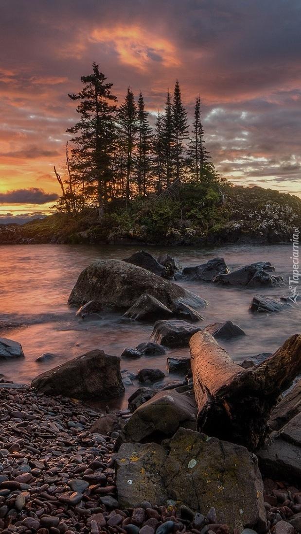 Wysepka na jeziorze Lake Superior
